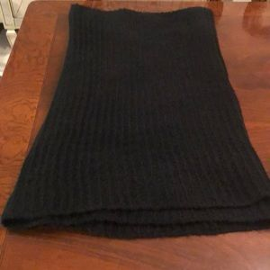 Black knit Infiniti scarf!